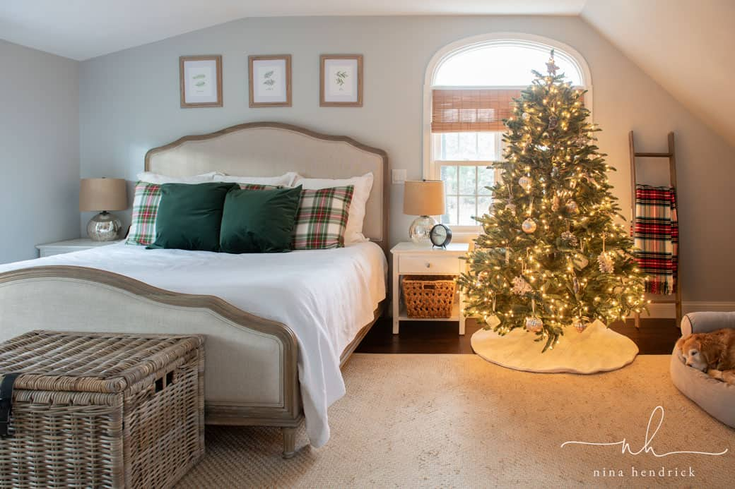 classic christmas bedroom decor