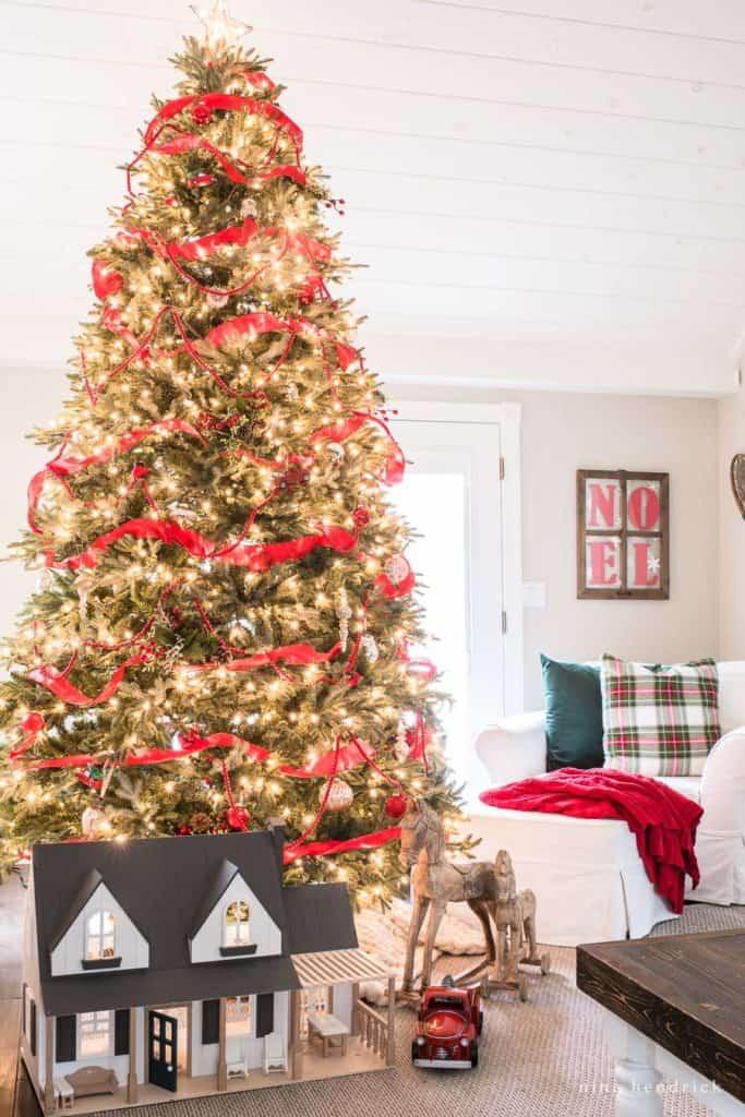 Christmas Tree with Nostalgic toys