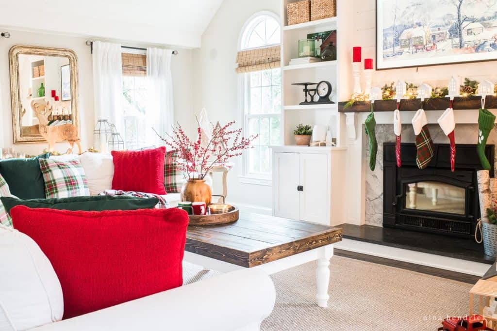 Christmas Decorating Ideas in the Family Room