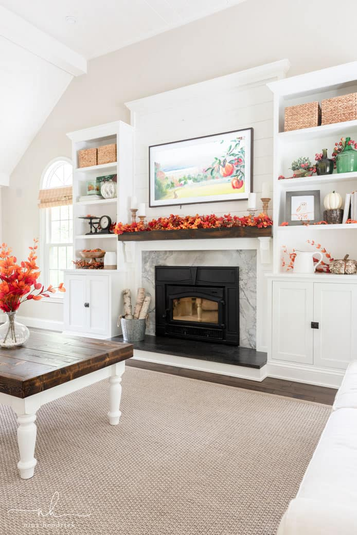 Decorate A Room: Classic Fall Family Room Decor