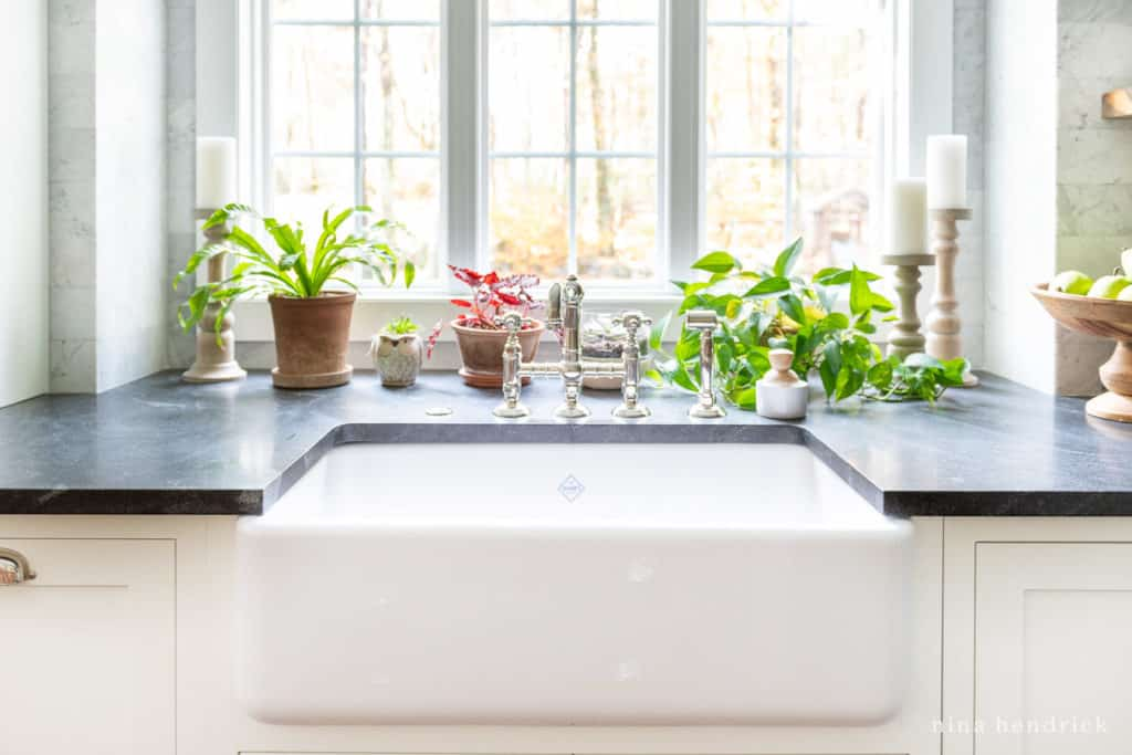 White Rohl Shaw Farmhouse Sink