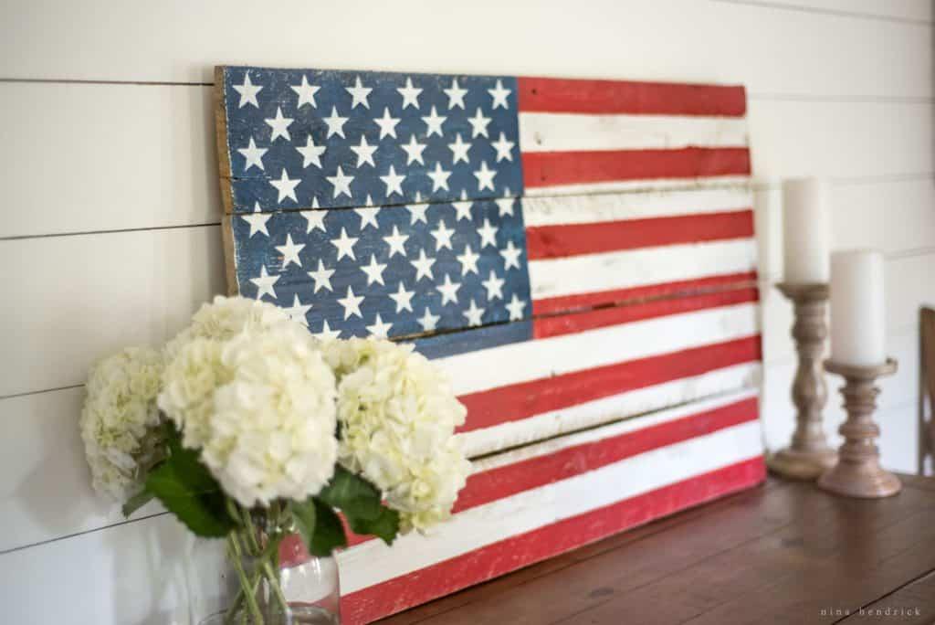 DIY-Rustic-Pallet-Wood-Flag