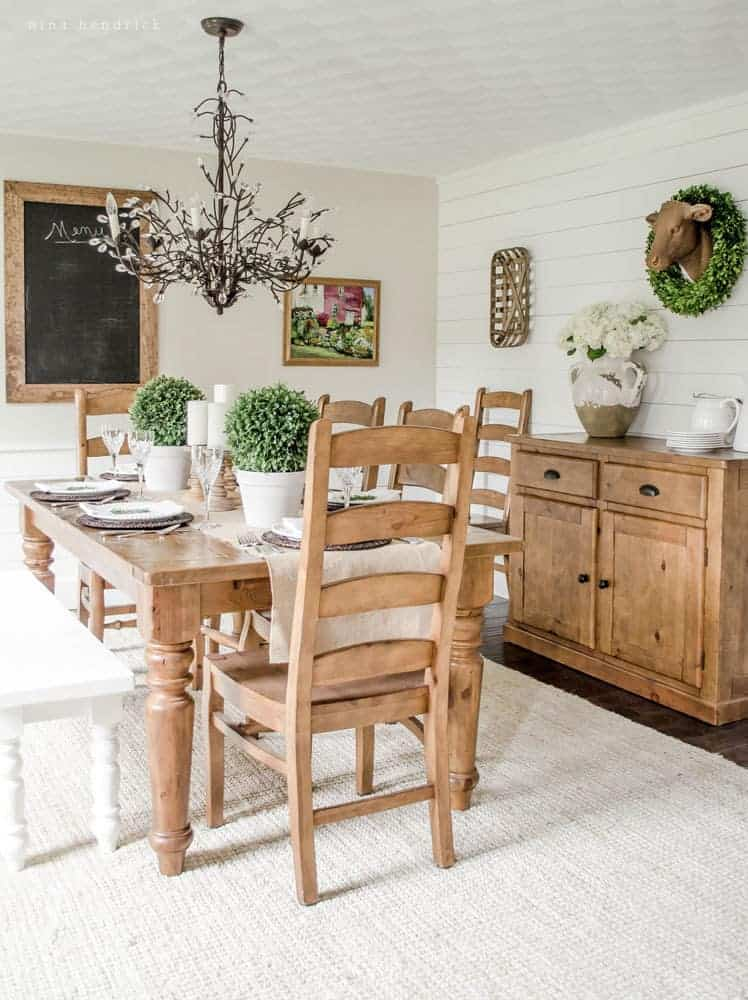 Light & Bright Farmhouse Dining Room- Modern Farmhouse Home Tour | Nina Hendrick Design Co. | Follow along as a 1980s colonial fixer upper gets a complete DIY makeover and is renovated to reflect modern farmhouse charm.