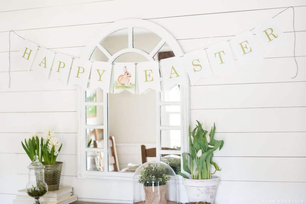 Easter Watercolor Printable Banner | This adorable pennant banner can be printed out to help you decorate for your Easter celebration!