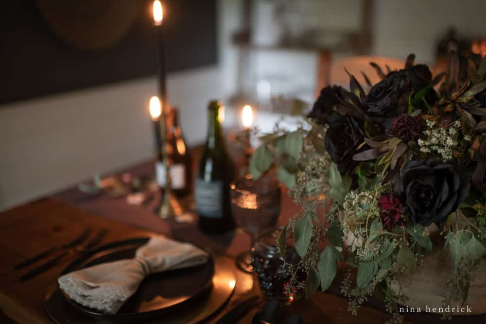 Floral arrangement with black roses for an elegant Halloween tablescape