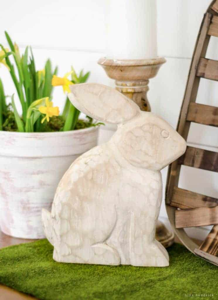 Download this Favorite Spring Things Free Printable and gather inspiration from a fresh Easter vignette.