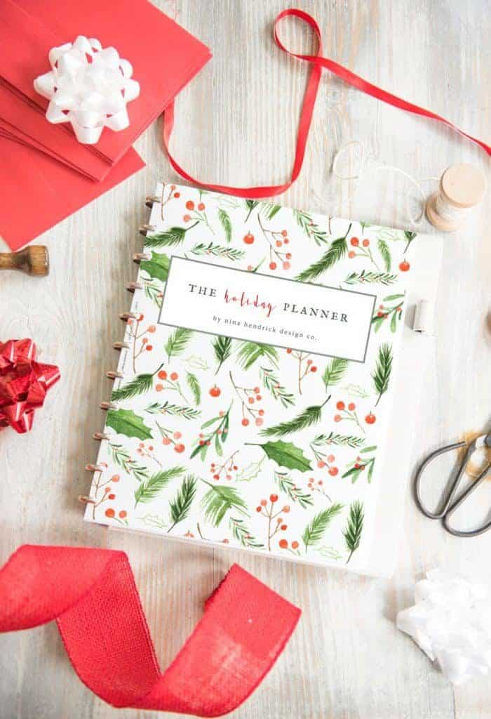 Printable Holiday Planner | Get organized for the busy Thanksgiving and Christmas season and plan all of your events and shopping!