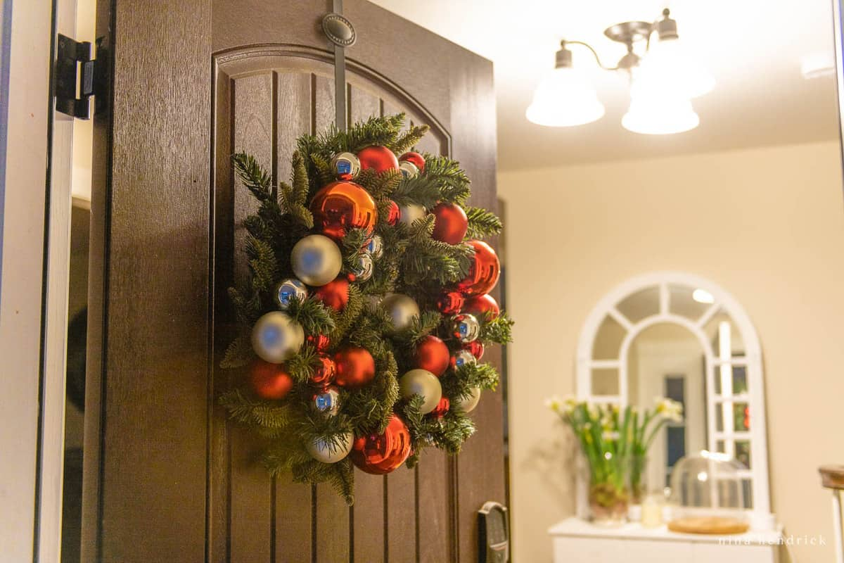 Christmas Tree Wreath and Foyer Lighting with HALO Home Smart Bulbs