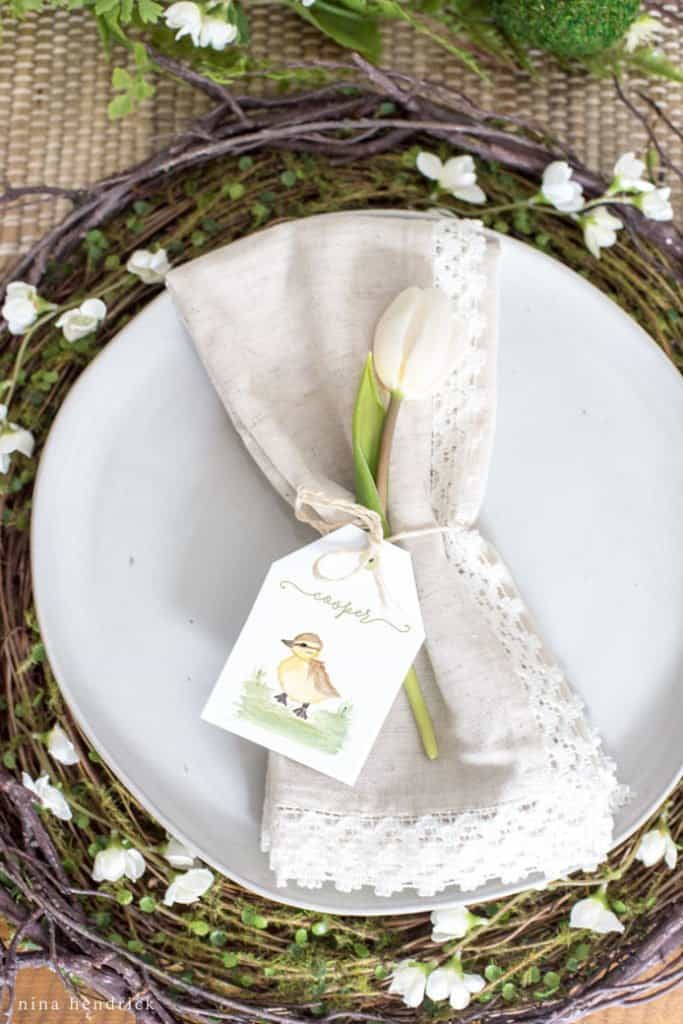 How to create a tablescape that your guests love with little gifts and personalized tags.