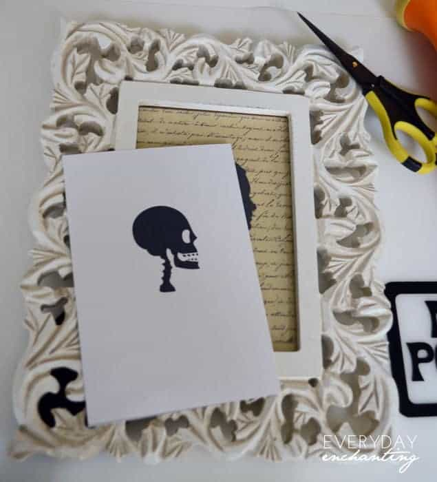 Surprise Spooky Cameo with Mod Podge | Learn how to make a spooky cameo with a glow-in-the-dark surprise using Mod Podge from www.ninahendrick.com