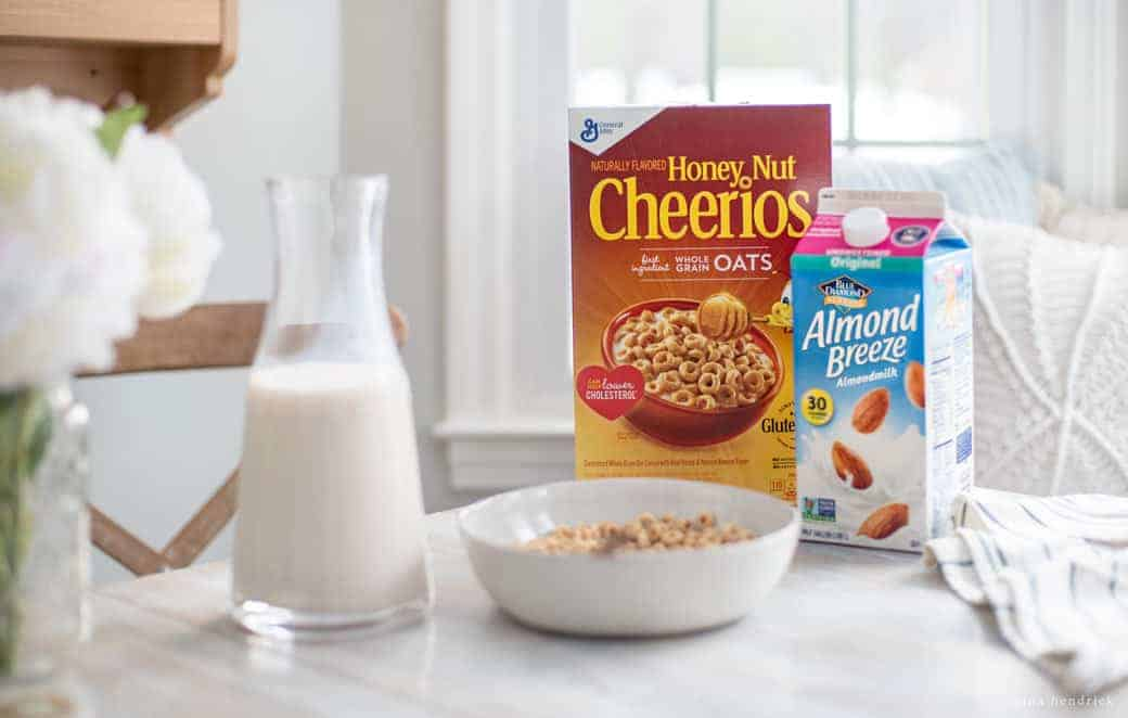 Making Good Breakfast Choices | Making good breakfast choices with Almond Breeze almondmilk Unsweetened Original and Honey Nut Cheerios cereal.