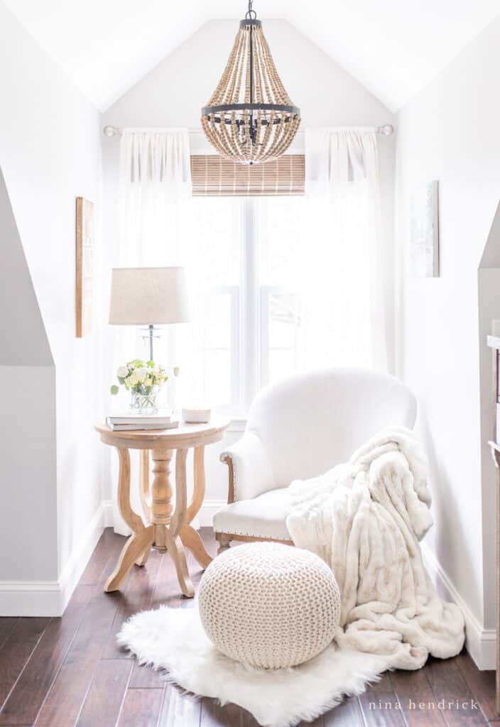 Ideas for recreating a cozy reading nook in your primary bedroom makeover