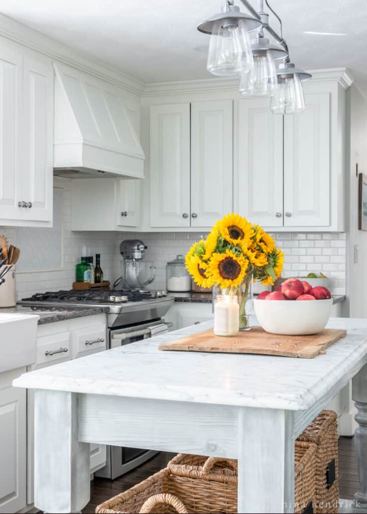 ... White Kitchen Cabinets With Sunflowers And Apples