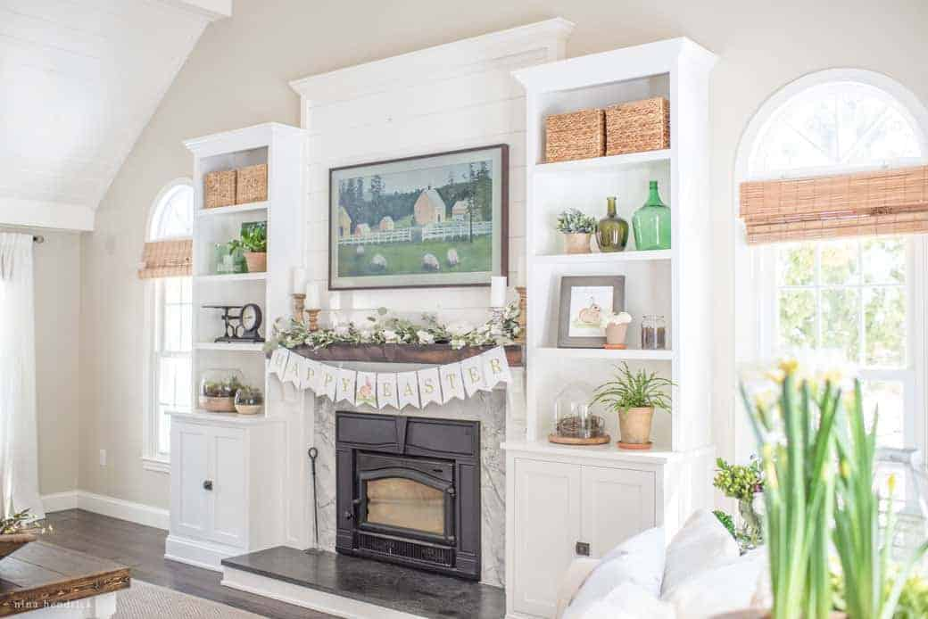 Spring Family Room Decor | Be inspired to decorate for Easter with these fresh and nature-inspired ideas for Spring family room decor.