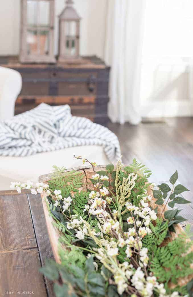 Spring Family Room Decor   Be inspired to decorate for Easter with these fresh and nature-inspired ideas for Spring family room decor.